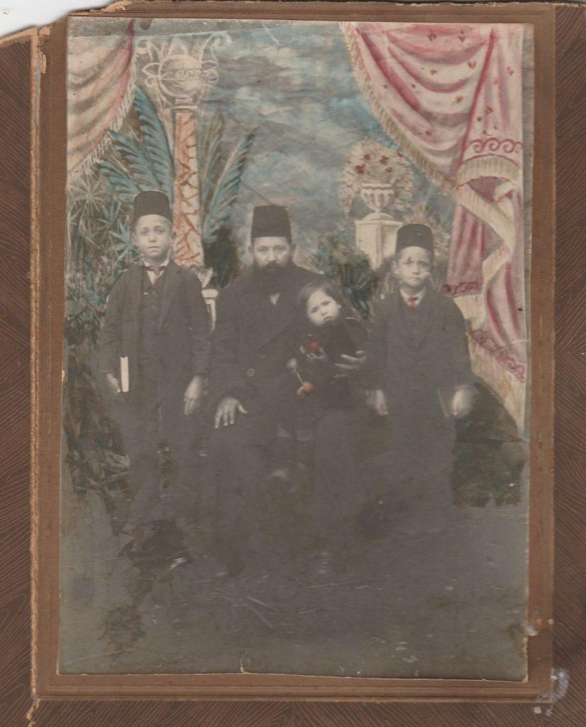 Ali Feyzi Kızılkeçili ve oğulları